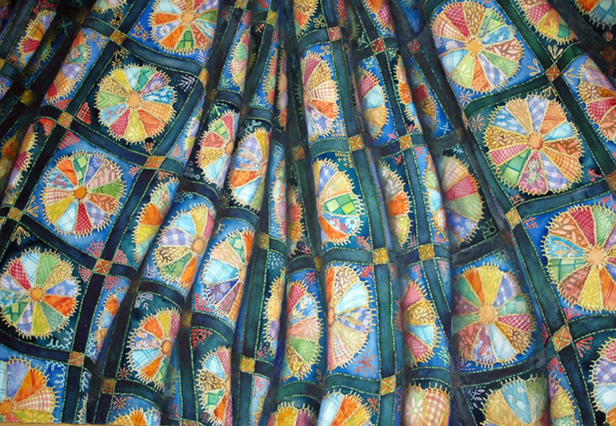 Dresden Plate Quilt by Helen R Klebesadel