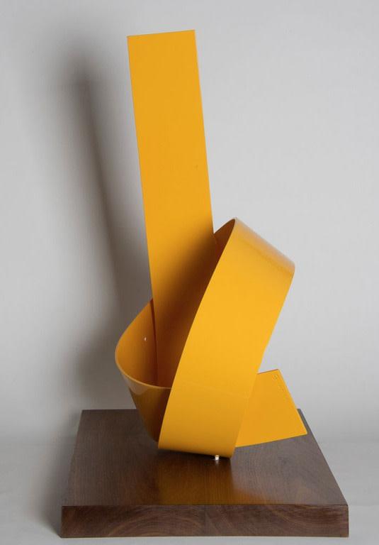 Yellow On Point Knot by Joe Gitterman