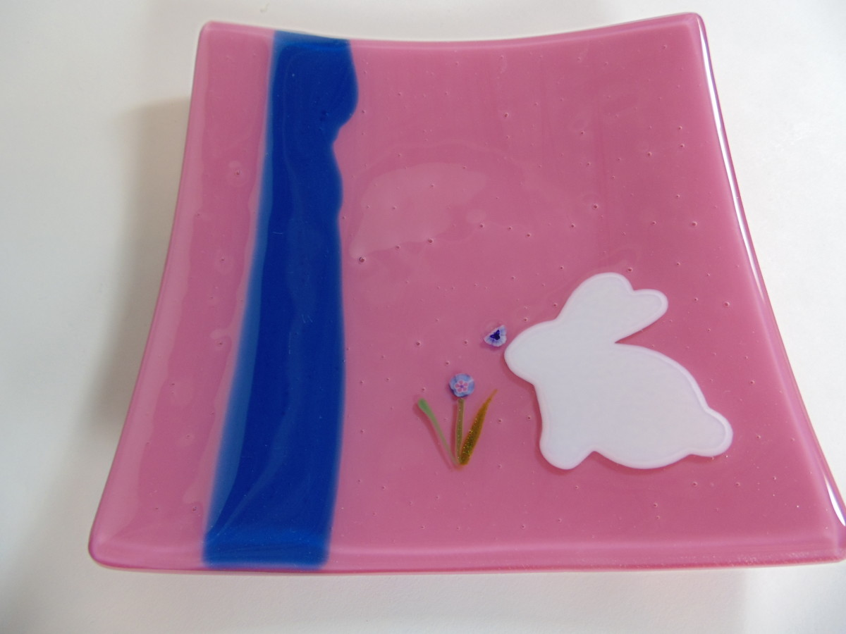 Bunny plate-Pink with blue strip