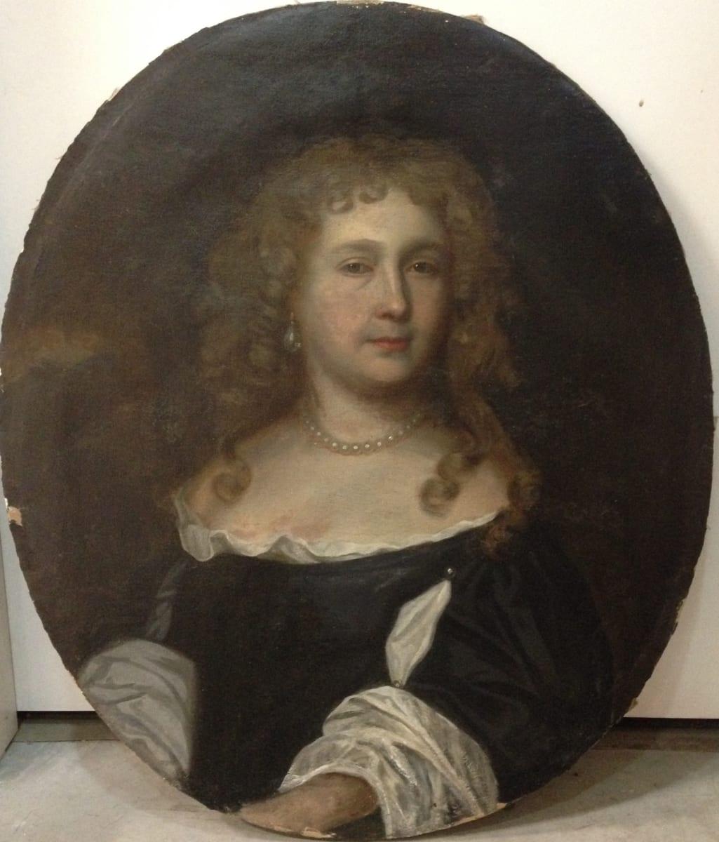 0956 - Distinguished Lady