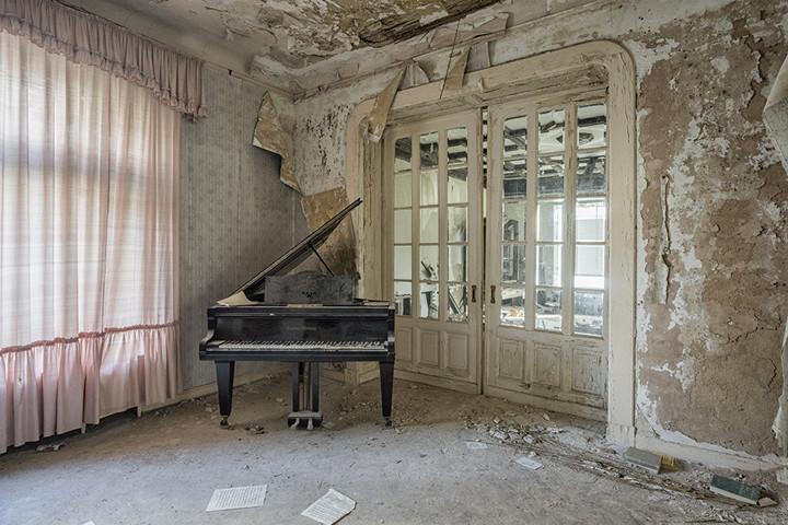 """Romain Thiery - """"Requiem Pour Pianos #6"""" by Romain Thiery"""