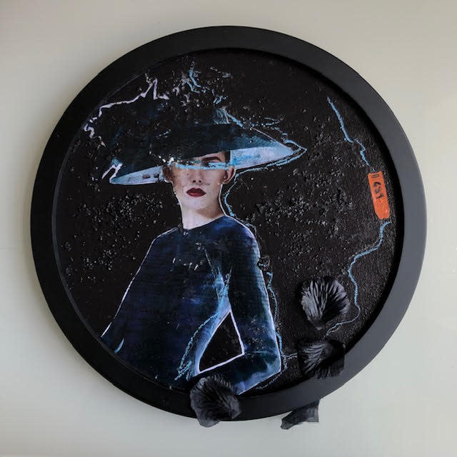 In Fashion Black Circle 13