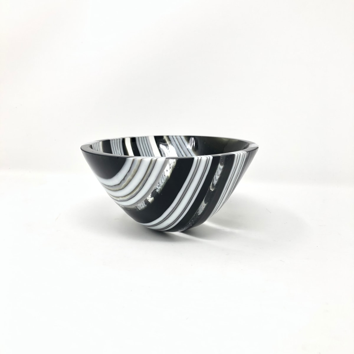 SHI058, Black and White drop vessel by Hilary Shields