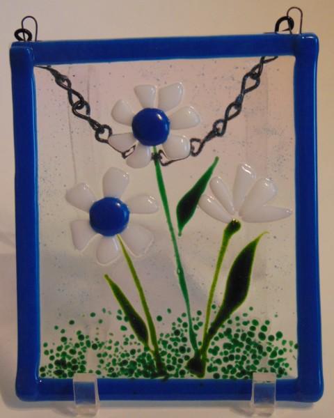 Garden Hanger-Daisies with blue centers