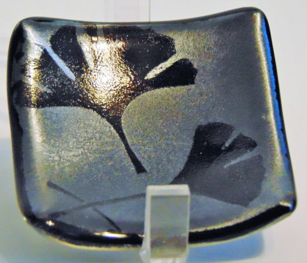 Small plate-Gingkos on Silver Irid