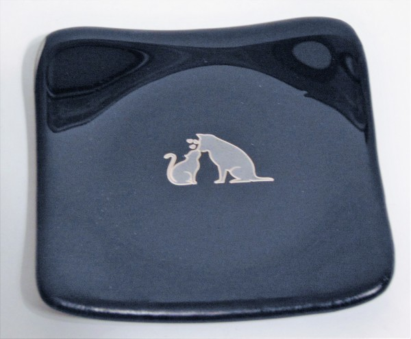 Small Plate-Black with Dog & Cat Decal