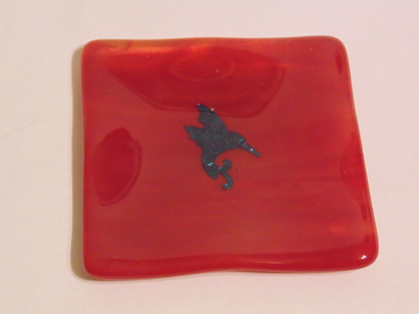 Small dish-Red with copper hummingbird