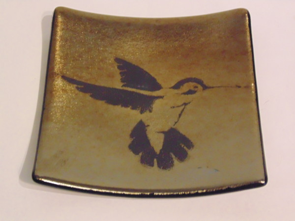 Hummingbird plate on gold irid