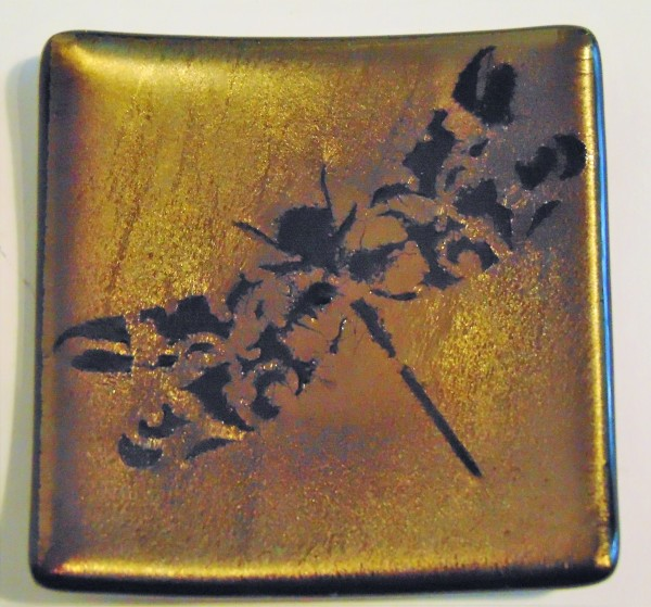 Small Plate-Filigree Dragonfly on Gold Irid