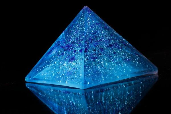 Piramide turquoise blauw