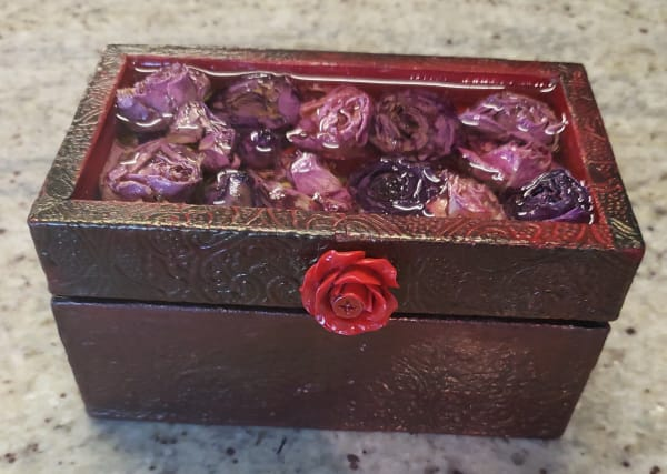 Small textured resin rose box