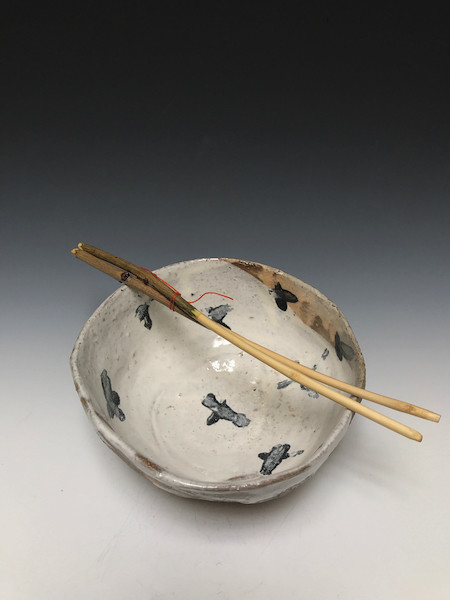 Majolica Rice Bowl with Lilac Chopsticks