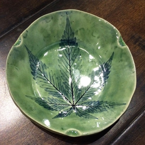 Round green tray with 3 indents