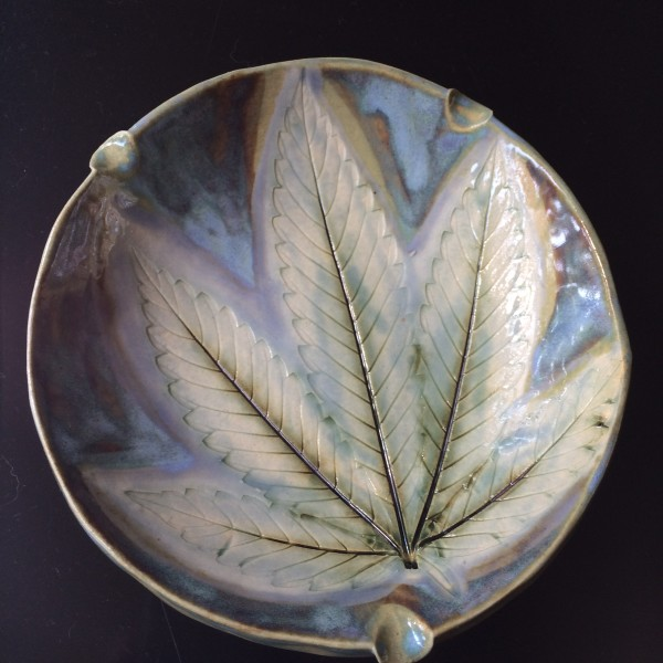 Light and lovely 420 leaf impression ash tray