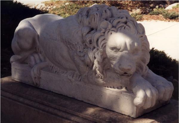 Leoni Sdraito (Resting Lions) East