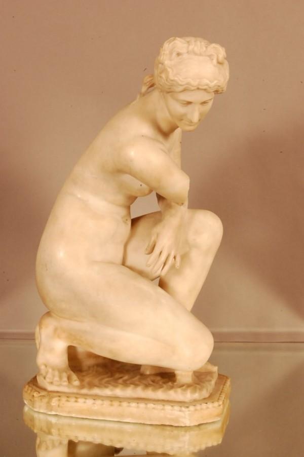 Italian School, Grand Tour Marble of the Crouching Venus, 19thC