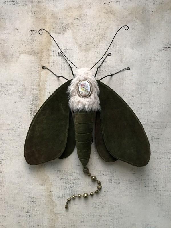 Quaintrelle VIII by Larysa Bernhardt