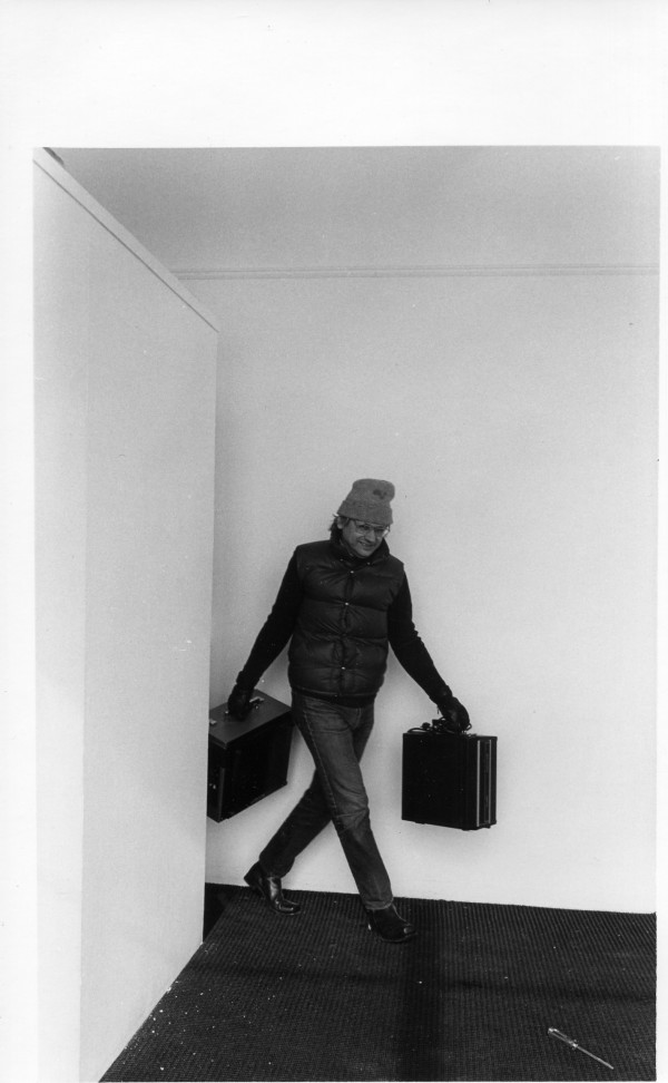 Bob Jungels carrying videotape machines 1975 Everson Museum by Alan Powell