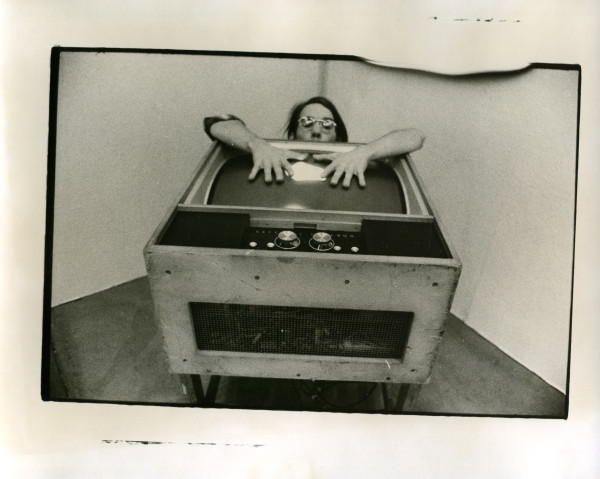 Dennis with feedback monitor , Everson Museum of Art1975 by Alan Powell