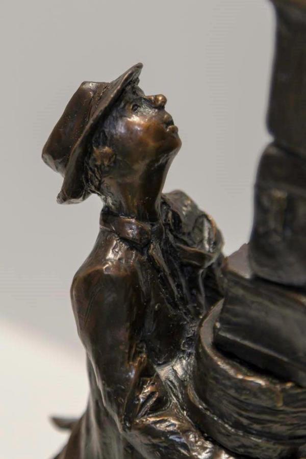 4140 - Hat Box Man by Michael Hermesh