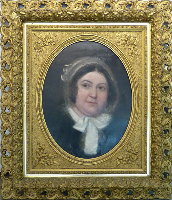 0696 - Woman in Oval Frame (British)