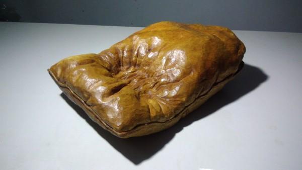 枕心 Pillow by 賀泉融 HE Cheny Rong