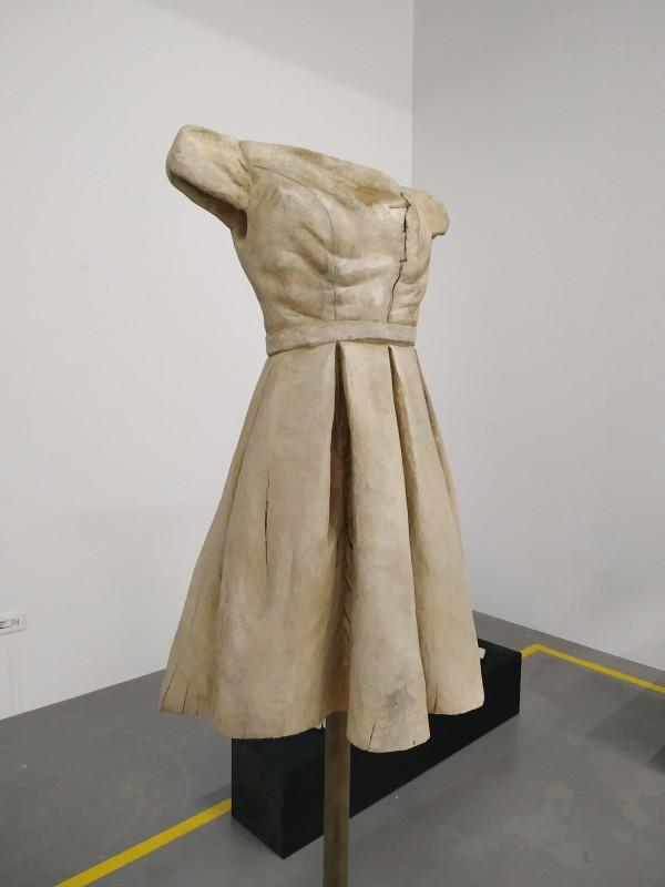 洋裝-心痛 Dress-Heartache by 賀泉融 HE Cheny Rong