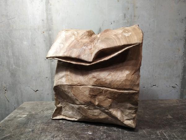 紙袋 Bag by 賀泉融 HE Cheny Rong