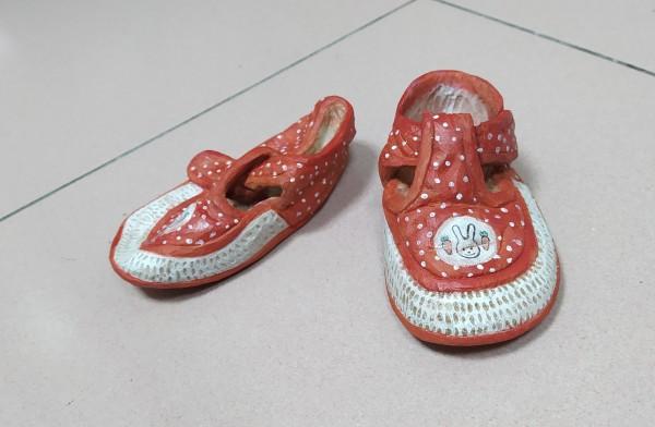 走路鞋 Shoes by 賀泉融 HE Cheny Rong