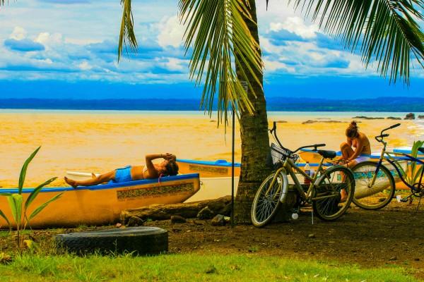 Costa Rica Chicas by teak elmore