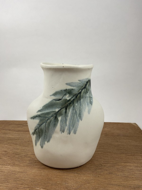 Vase with leaf by Mariana Sola