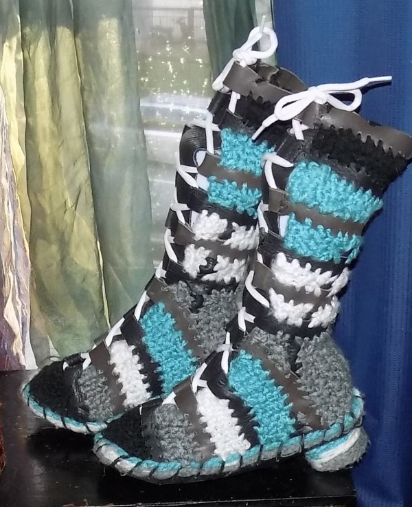 No Socks needed! Leather-Crochet-Mix Booties with green & gray by Annie Rich