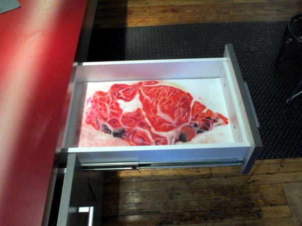 詹姆斯·克肖的《抽屉里的牛排》