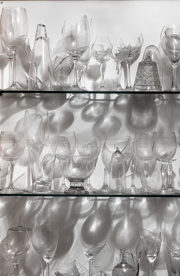 Collection of wine broken glasses from the series Shards | Coleção de taças de vinho quebradas da série Estilhaços by Josely Carvalho