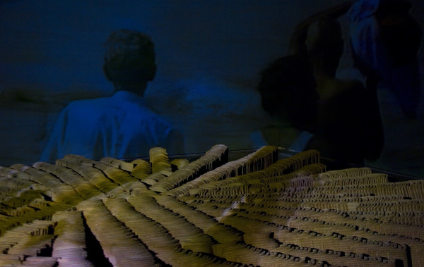 Between roof tiles   Entretelhas by Josely Carvalho