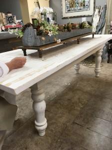 家具-粉刷过的农舍桌子