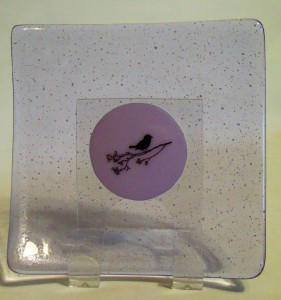 Plate-Neo-Lavender Tint with Bird on center