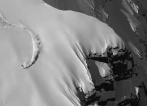 金字塔峰托纳滑雪下降