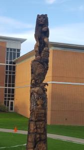 滑岩大学树雕塑