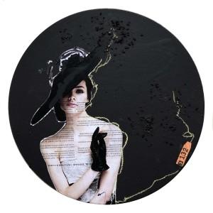 In Fashion Black Circle series of 16